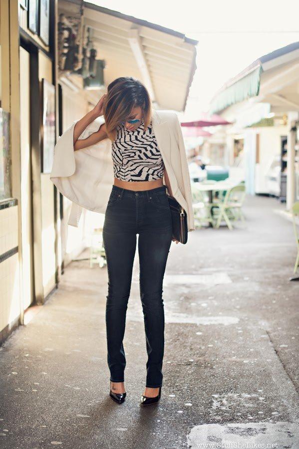 high waist jeans, Crop top, white blazer, Clutch, Black blogger, Top Blogger, Fashion Blogger, Top Fashion Blogger, Best Fashion Bloggers, Stuff She Likes, Taye Hansberry, Black girl fashion, short Hair, Creole girl