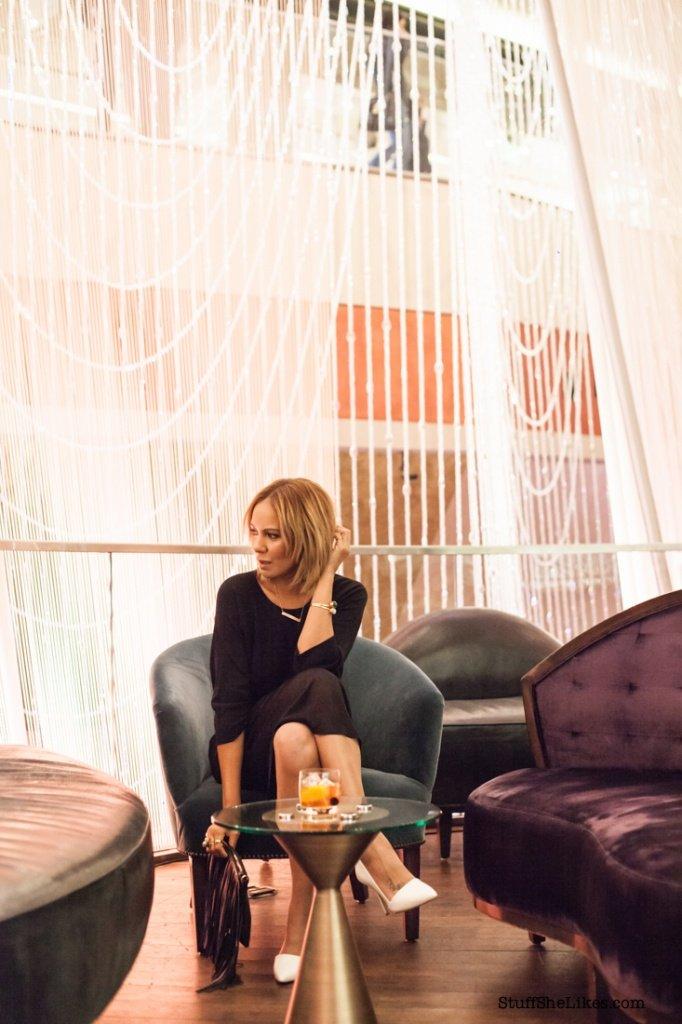 LBD, How to wear a LBD, How to wear a Little Black Dress, Black dress, Black Blogger, Ethnic blogger, Fashion Blogger, Blonde Blogger, Short Haircut, bob haircut, Steve Madden, COS, Sole Society, Just Fab, Las Vegas, Vegas, Cosmopolitan Hotel, Traveler Magazine