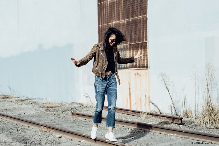 spring wardrobe, leather jacket, fashion blogger, top fashion blogger, best fashion bloggers, Los Angeles fsahion bloggers, Black bloggers, puma, puma white sneakers, metalic puma sneakers, citizens of humanity jeans, cropped jeans