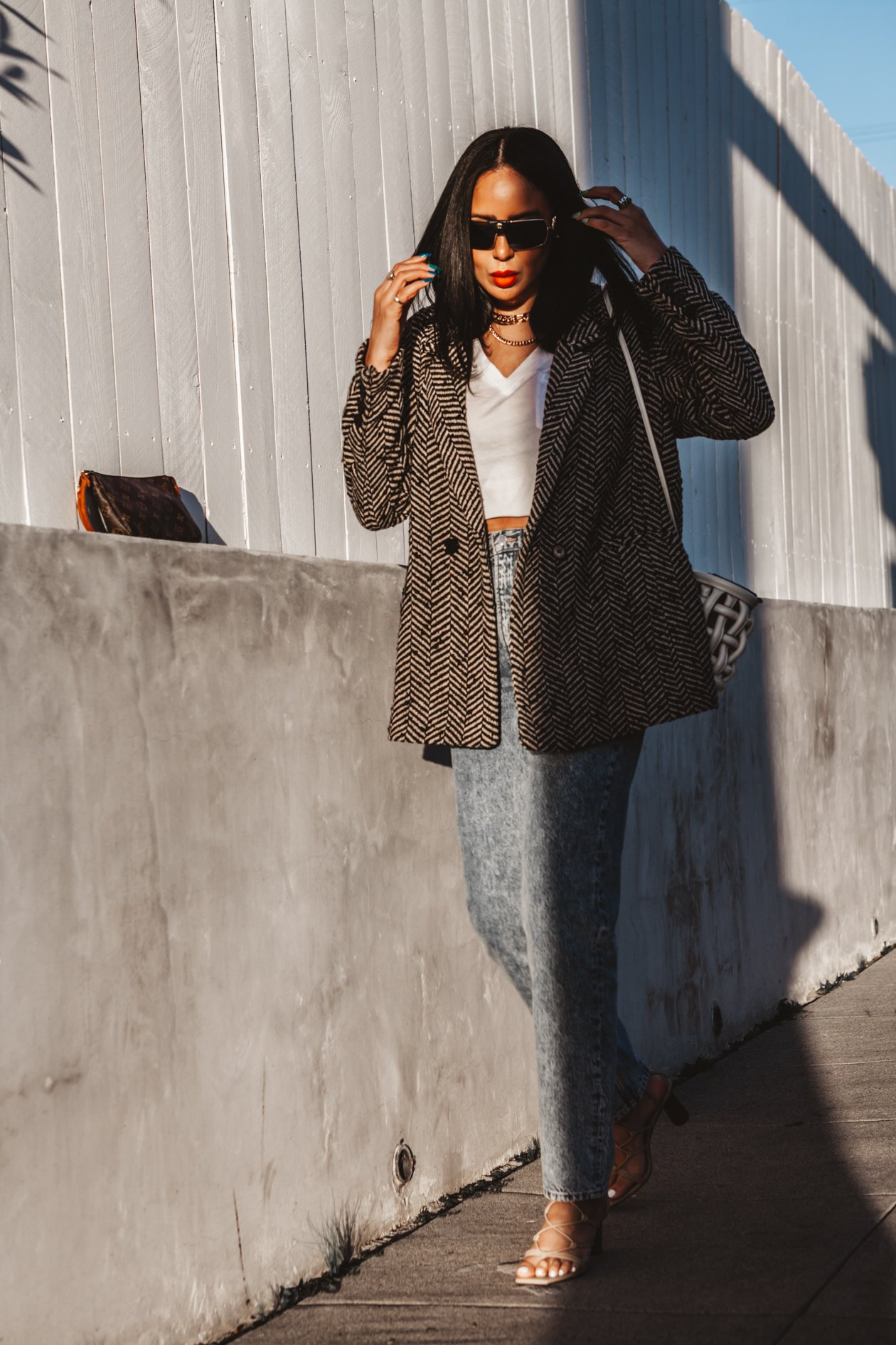 Fashion Influencer Taye Hansberry wears and Anine Bing Blazer and jeans with Senso shoes and Danse Lense bag